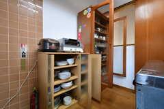 食器棚の様子。(2018-11-28,共用部,KITCHEN,2F)