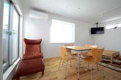 席は専有部の数と同じ9席を用意。(2014-10-28,共用部,LIVINGROOM,2F)