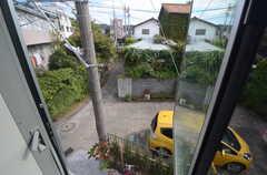 窓から見た景色。網戸は取り外しができます。(2014-10-28,専有部,ROOM,2F)