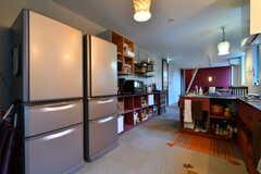 冷蔵庫と収納棚の様子。(2018-08-21,共用部,KITCHEN,2F)