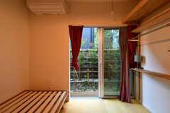 窓の先は庭です。(105号室)(2018-08-21,専有部,ROOM,1F)