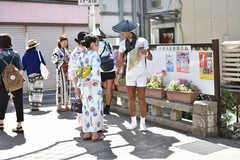 小町通りの様子。浴衣姿の女性を多く見かけます。(2018-08-21,共用部,ENVIRONMENT,3F)
