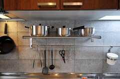 鍋類や調理器具はコチラ。(2011-06-13,共用部,KITCHEN,1F)