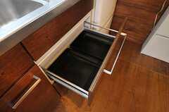 部屋ごとに分けられた食材などを置くスペース。(2011-06-13,共用部,KITCHEN,1F)