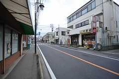 県道は夜まで開いている飲食店も多いそう。(2015-01-28,共用部,ENVIRONMENT,1F)