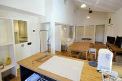 キッチンから見たリビングの様子。(2013-03-12,共用部,KITCHEN,2F)