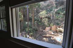 窓の外は森です。(203号室)(2013-03-12,専有部,ROOM,2F)