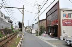 七里ヶ浜駅まで歩いて1分も掛からない程。(2012-05-08,共用部,ENVIRONMENT,1F)
