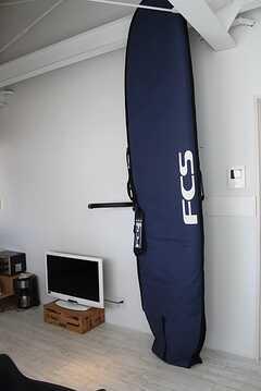 (リビングのサーフボード。) ※事業者様提供素材(2013-12-11,共用部,LIVINGROOM,2F)
