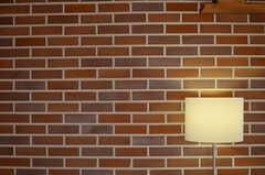 壁の一面は、ブリックタイル。(2013-04-05,共用部,LIVINGROOM,1F)