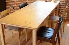ダイニングテーブルと4脚のチェア。(2013-04-05,共用部,LIVINGROOM,1F)