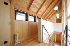 階段を上がった位置から見た廊下の様子。(2013-04-05,共用部,OTHER,2F)