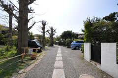 シェアハウスへ向かう途中にある私道。(2013-04-05,共用部,ENVIRONMENT,1F)