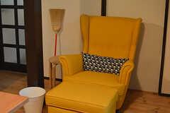 テーマカラーは黄色。キッチンの黄色いタイルに合わせたのだとか。(2016-06-21,共用部,LIVINGROOM,1F)