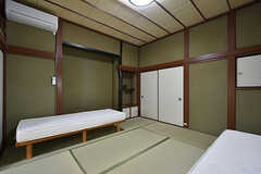 ドミトリーの様子3。和室は天井が高いです。(202号室)(2016-06-21,専有部,ROOM,2F)