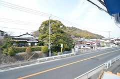 標高300mほどの吾妻山も見えます。頂上からは海が一望できるそう。(201号室)(2016-03-28,専有部,ROOM,2F)