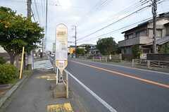 最寄りのバス停。二宮駅にも停まります。(2016-03-28,共用部,ENVIRONMENT,1F)
