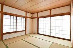 専有部の様子。掃き出し窓から庭へ出られます。(101号室)(A棟)(2016-11-30,専有部,ROOM,1F)