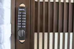 ドアの鍵はナンバー式です。(2014-12-15,周辺環境,ENTRANCE,2F)