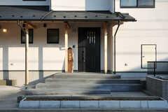 正面玄関の様子。(2014-03-24,周辺環境,ENTRANCE,1F)