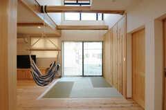 畳スペースの様子2。ハンモックが設置されています。(2014-03-24,共用部,LIVINGROOM,1F)