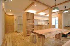 ダイニングの様子2。奥にキッチンがあります。(2014-03-24,共用部,LIVINGROOM,1F)