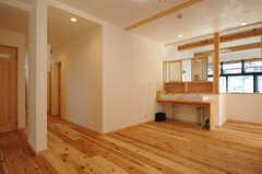 階段を上がるとこんな感じ。洗面台があります。(2014-03-24,共用部,OTHER,2F)