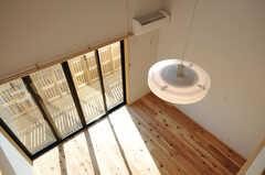 ロフトから部屋を見下ろすとこんな感じ。(202号室)(2014-03-24,専有部,ROOM,2F)