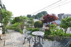 庭の様子4。高台なので、周りに視線がないのも特徴。(2014-06-17,共用部,OTHER,1F)