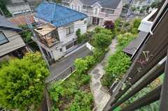 見下ろすと庭です。(201号室)(2014-06-17,専有部,ROOM,2F)