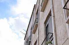 南仏にあるエズの街並みをイメージしているそうで、配管までしっかり塗られています。(2014-05-27,共用部,OTHER,2F)