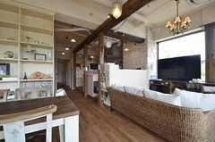 リビングの様子4。奥にキッチンが見えます。(2014-05-27,共用部,LIVINGROOM,2F)