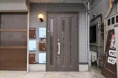 シェアハウスの正面玄関。(2011-12-02,周辺環境,ENTRANCE,1F)