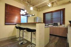キッチン前のカウンターテーブルの様子。(2011-12-02,共用部,LIVINGROOM,1F)