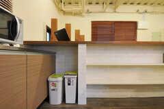 ゴミ箱の様子。(2011-12-02,共用部,KITCHEN,1F)