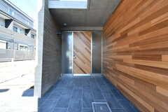 玄関ドアの様子。(2020-03-24,周辺環境,ENTRANCE,1F)
