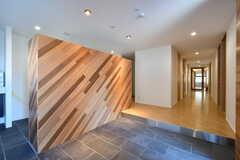 玄関から見た内部の様子。左手の壁の裏に靴箱があります。(2020-03-24,周辺環境,ENTRANCE,1F)