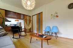 シェアハウスのリビングの様子3。ハンモックもあります。(2010-11-10,共用部,LIVINGROOM,1F)