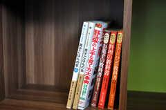 本棚にはガーデニングの本も並んでいます。(2010-11-10,共用部,OTHER,1F)