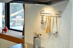 調理道具は見せて保管。(2010-11-10,共用部,KITCHEN,1F)