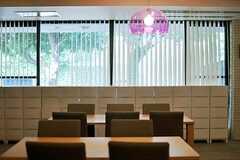 ラウンジの窓の様子。(2013-08-22,共用部,LIVINGROOM,1F)