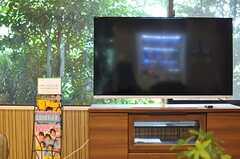 ソファスペースにはTVが置かれています。(2013-08-22,共用部,LIVINGROOM,1F)