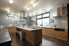 キッチンの様子。(2013-08-22,共用部,KITCHEN,1F)