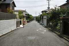 シェアハウスから各線・新百合ヶ丘駅へ向かう道の様子。(2013-08-22,共用部,ENVIRONMENT,4F)