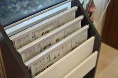 新聞を取っています。(2013-10-08,共用部,LIVINGROOM,1F)