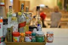 自然発生的に増えていった、共用の調味料。(2013-11-20,共用部,KITCHEN,1F)
