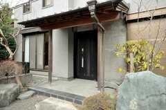 シェアハウスの正面玄関。(2009-02-11,周辺環境,ENTRANCE,1F)