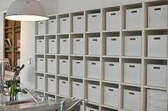 部屋ごとに設けられた食材収納スペースの様子。(2014-08-19,共用部,KITCHEN,1F)