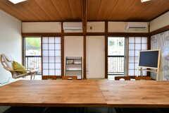 窓の先はベランダです。(A棟)(2019-03-01,共用部,LIVINGROOM,2F)