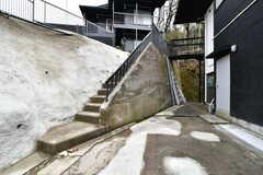 階段の先がB棟です。(2019-03-01,共用部,OTHER,1F)